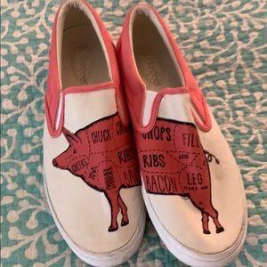 Bucket feet pig shoes